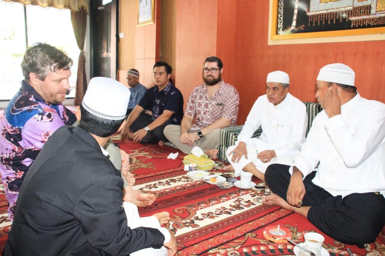 Warga Negara Asing terlihat datang ke acara open house Bupati Banjar. Foto - Istimewa