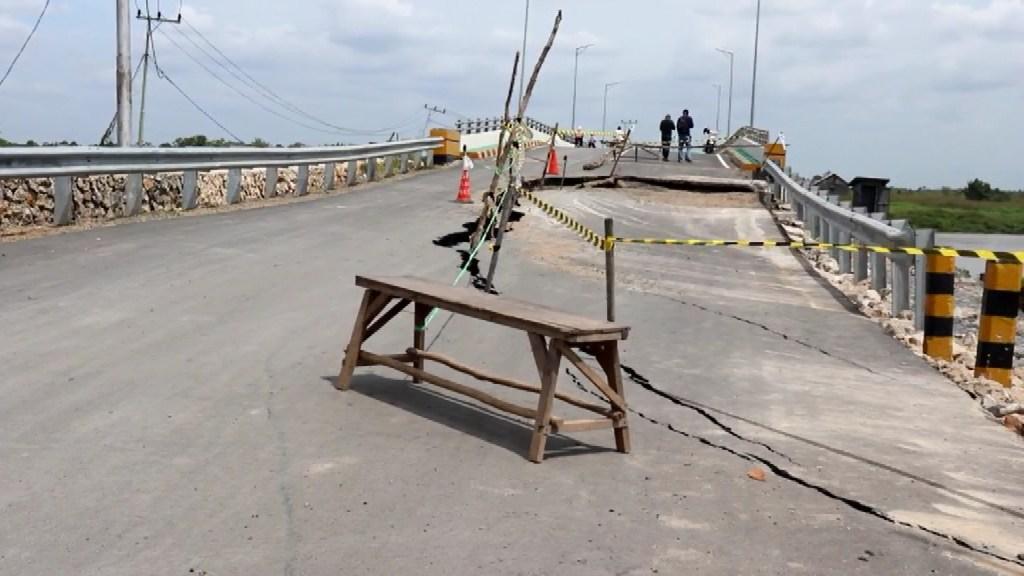 jembatan rusak.mpg snapshot 00.02 2019.07.16 23.10.56