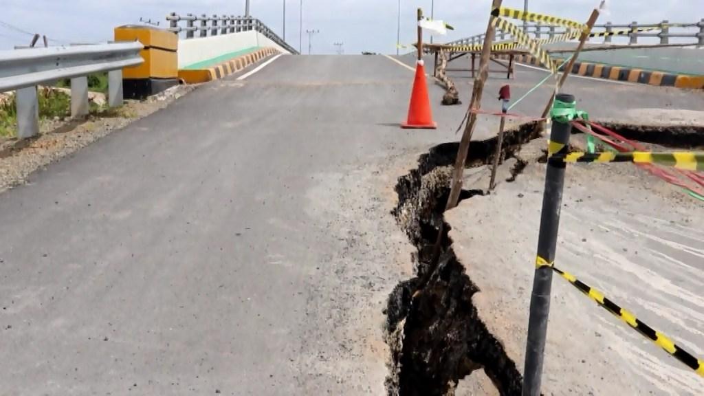 jembatan rusak.mpg snapshot 00.45 2019.07.16 23.11.15