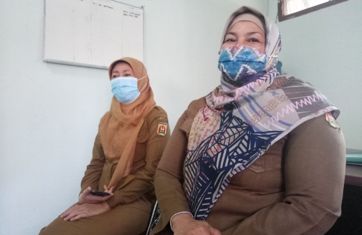 Ilustrasi : Warga Banjarbaru tengah menerima Bantuan Sosial Tunai.